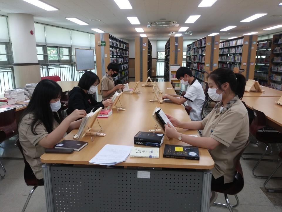 [일반] 1318 책벌레들의 도서관 점령기의 첨부이미지 3